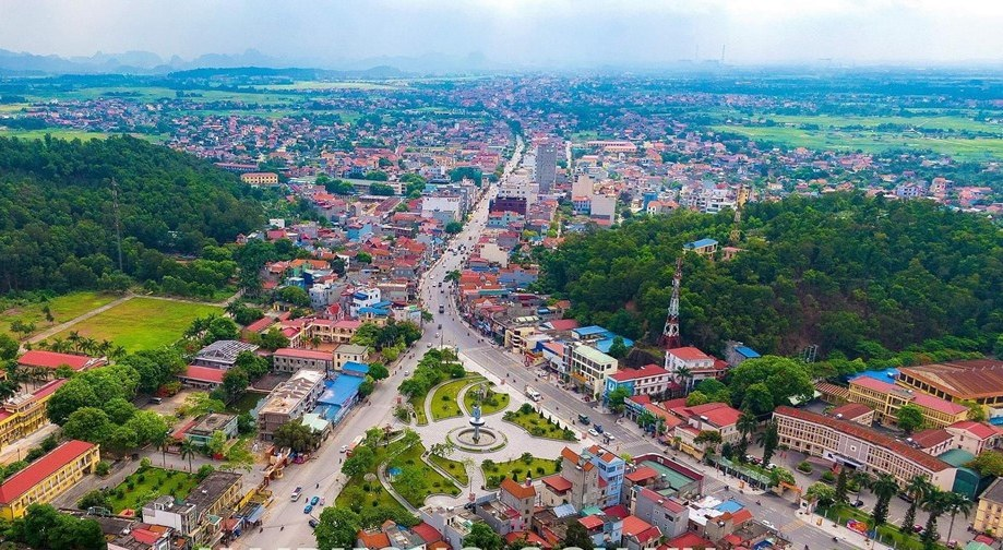 huyện Thủy Nguyên của Hải Phòng nhìn từ trên cao có đường, cây cối và nhiều công trình xây dựng